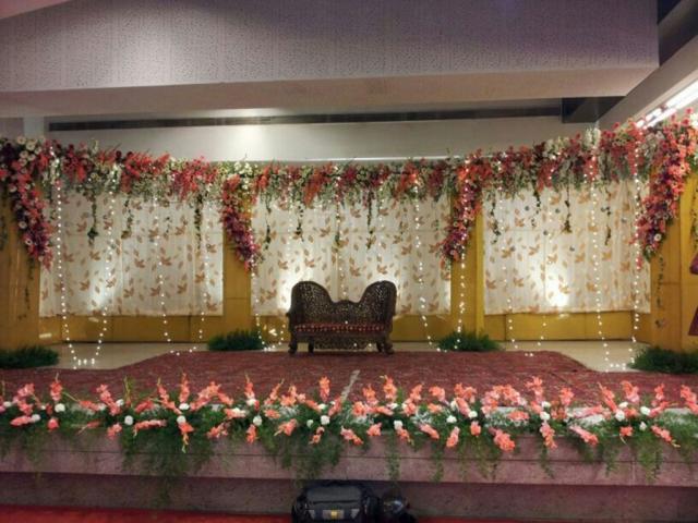 simple flower decoration for wedding reception